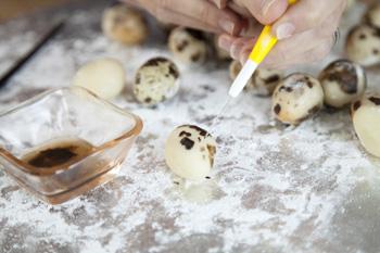 decorating quail egg for Basket illusion cake